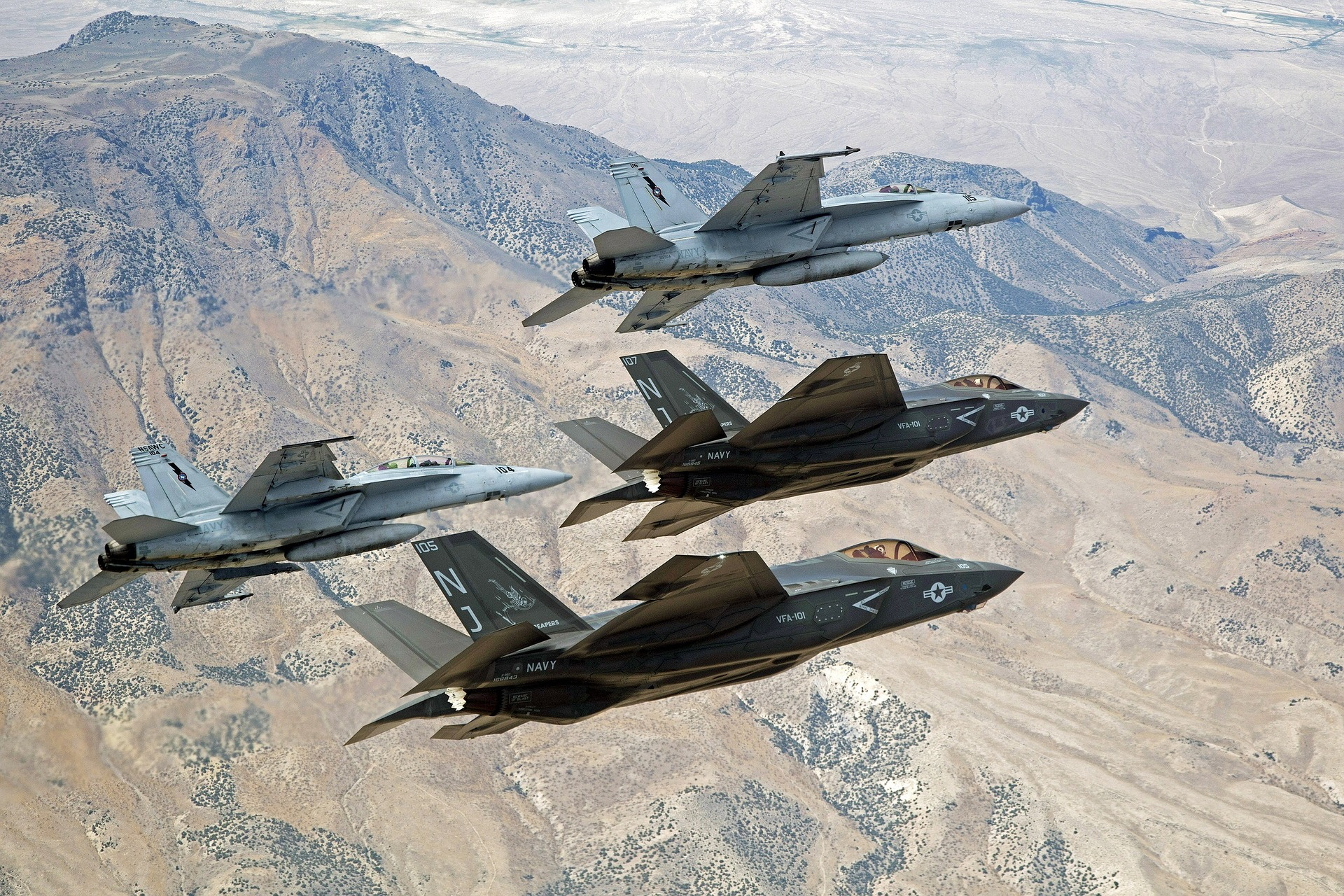 military-jets-1245270_1920